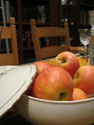 Apples anyone?