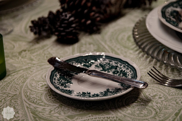 Green Tablescape butter knife with plate